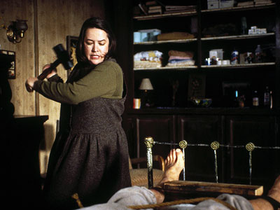 Kathy Bates in Misery, hammer scene