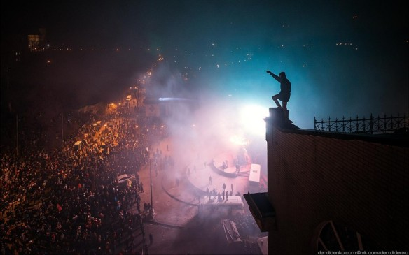 A protestor above Maidan Square, copyright Dendidenko.com
