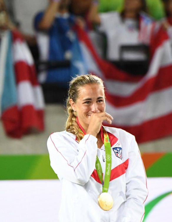 Tennis player Monica Puig, Puerto Rico's first ever gold medallist, crying on the podium. Stolen from the Washington Post / Jonathan Newton